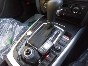 12,10 AUDI A5 エンジンスターター (3)