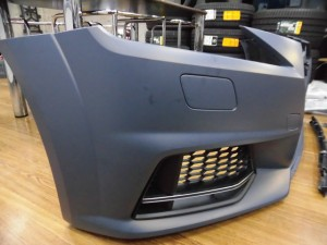 2,5 AUDI 8S NEW TTS フロントバンパー (3)