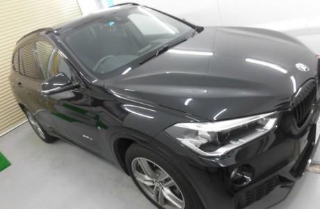 BMW F48 X1 傷付きやすいBピラーをXPEL プロテクションフィルムでキズガード♪