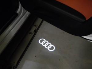 8,29 AUDI TT 8S LEDロゴカーテシランプ (5)