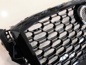 2018 12,7 AUDI Q2 RSスタイルグリル (7)